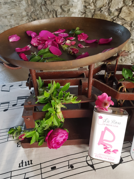 Olio extravergine d'oliva alla Rosa Damascena 250ml